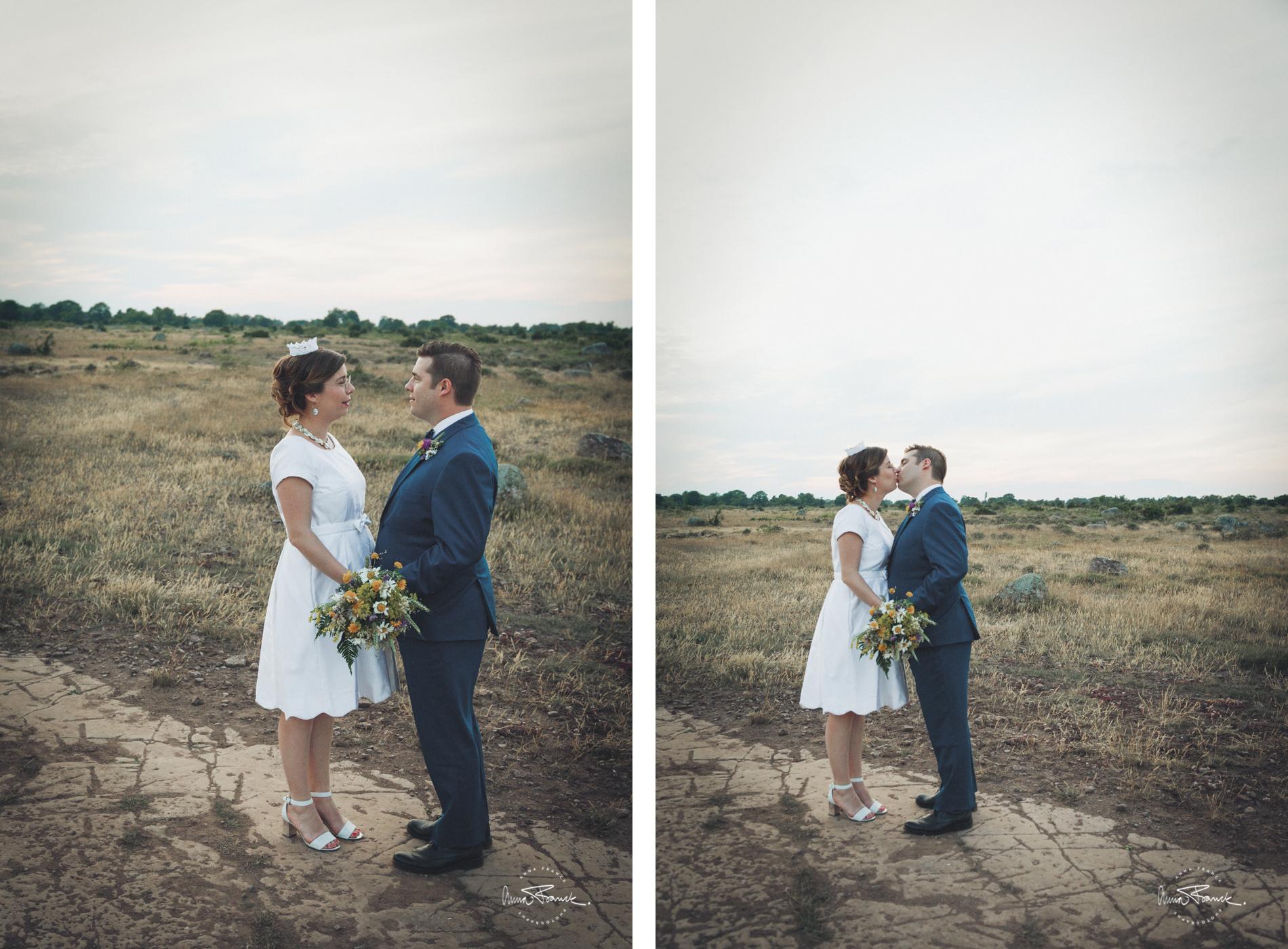 wedding, bröllop, öland, sverige, sweden, alvaret, bride, dress, wild, flowers, nature, vildblommor, romantik, avslappnat, brudklänning