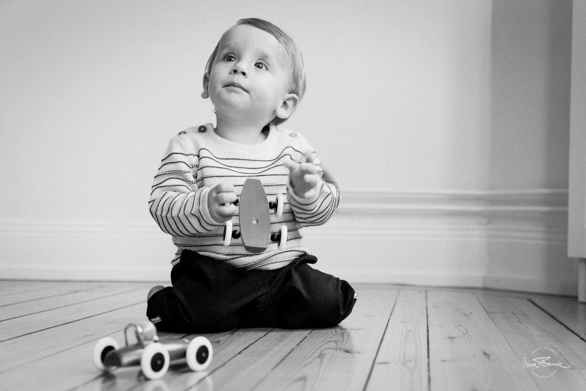 barn, lapsi, muotokuvaus, porträttfoto, barnfotografering, lapsikuvaus, familj, perhe, kotona, hemma, avslappnat, rento, relaxed, family, portrait, Stockholm, Tukholma, Sweden, Sverige, fotograf, retro